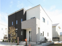 カイテキホームの施工事例:白壁と黒壁のモノトーンが個性を表している外観の注文住宅。シンプルなフォルムのデザインです。