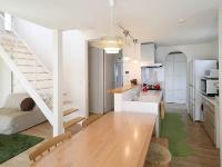 カイテキホームの施工事例:おうちカフェ風にキッチンとダイニングテーブルはひと続きに。